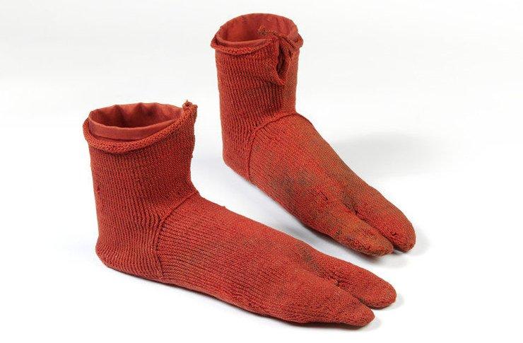 nalbinded-red-socks-VAM