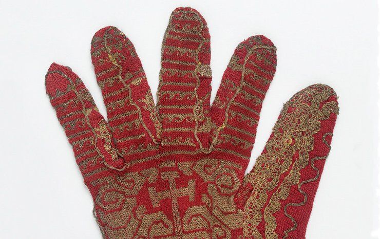 early spanish knitted gloves