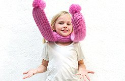 children scarf with pom pom