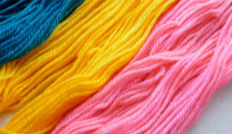 yarn dyed with food coloring to save money on yarn